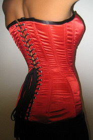 CORSET SILHOUETTE 6 ATTACHES LACETS AU DOS ROUGE